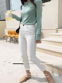 Round long-sleeved T-shirt