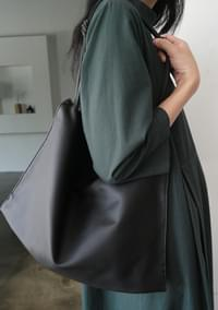 basic mood shoulder bag