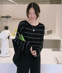 ESSAYExtended Sleeve Loose Fit Knit Top