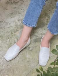 slim square line loafer