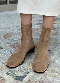 Manon suede boots