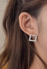 Neckline square earrings