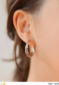 VICTOR TWIST RING EARRING