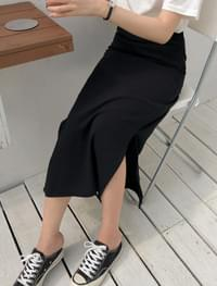 a-line side slit skirt