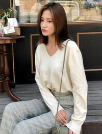 basic v-neck wool knit
