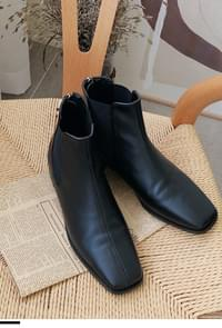 Chelsea Square Boots