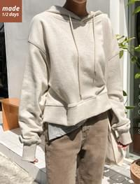 Semi cropped hooded man-to-man