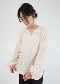 Mother of pearl buttons blouse