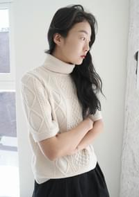 cable pola knit