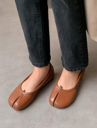 tabi point flat shoes