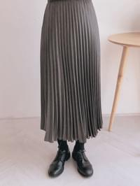 Plain long pleated skirt