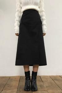 Front pockets with long skirts