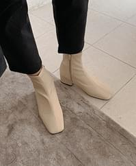 Pony ankle shoes