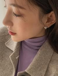 minimal heart shape earring