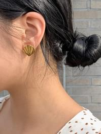 clam shape earring