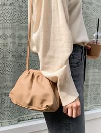 unique shape shirring bag
