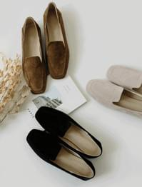 Classic simple suede loafer