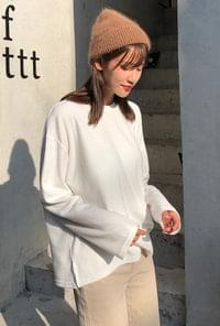 Soft round neck T-shirt