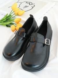 Z8 round nose belt loafers