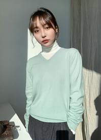Low wool V-neck knit