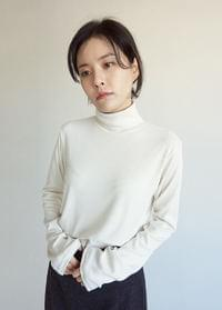 Simple Turtleneck Top