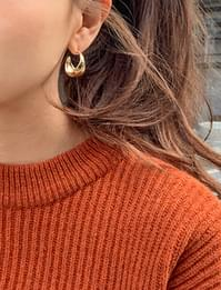 Bold point earring_Y