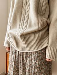 Rolling detail high neck knit-knit