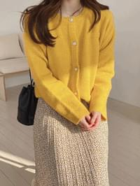 Pearl button knit cardigan