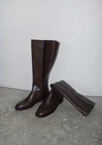 glossy middle boots