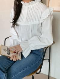 Lovely punching frill blouse