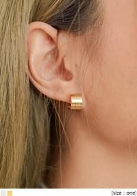 KENIS MINIMAL RING EARRING