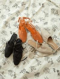 Strap banding flat shoes