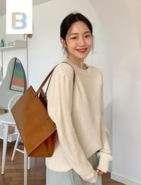 Puff shoulder round knit