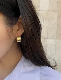 Flat gold vintage earring_A (size : one)