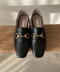 032 leather loafers
