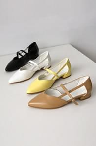 Strap Pointed Flat Shoes