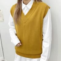Funny and V knitted vest