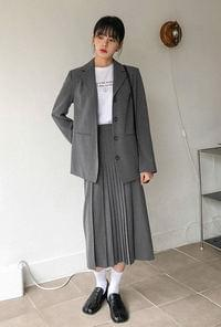 Four-button single jacket with accordion middle skirt