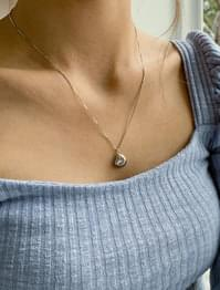 Simple Bold Pendant Necklace