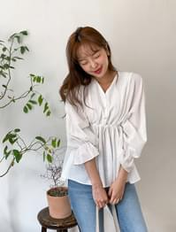 Shirring Bending Flare Blouse