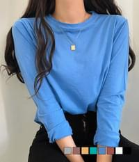 Long-sleeved T-shirt worn every day