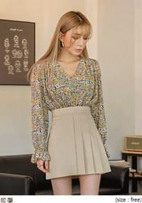 AELL FLOWER STRAP BLOUSE
