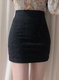 Cozy lace slim skirt