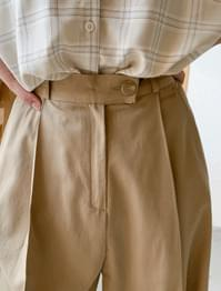 Unfoot button pin tuck wide slacks
