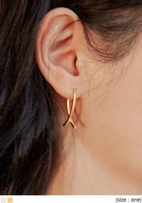 LINDY X POINT EARRING