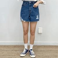 Pinky-cut hemmed short pants
