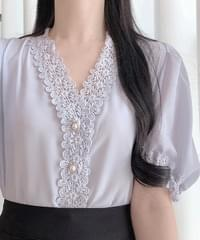 Brit lace blouse