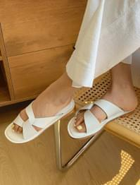 Trendy twist point slippers