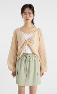 Crease twist cropped blouse