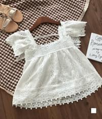 Innocent lace punching square neck blouse